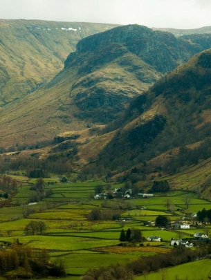 Valley-Lake District village